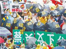 """反年改民众声嘶力竭高呼""""蔡英文下台""""。(图片来源:台湾《中时电子报》)_副本.jpg"""