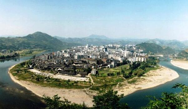 竹山县委常委王超指导县台办精准扶贫工作
