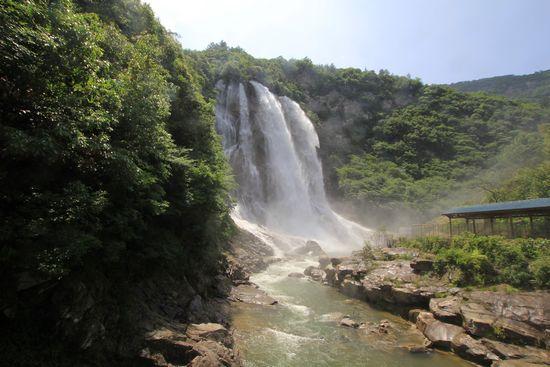 壁纸 风景 旅游 瀑布 山水 桌面 550_367