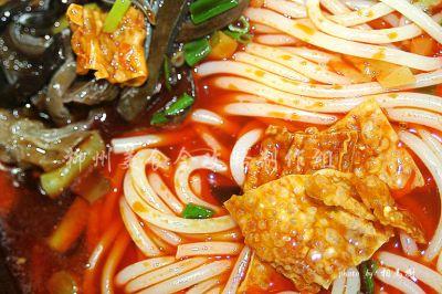 台湾美食小吃视频_柳州风味小吃:螺蛳粉